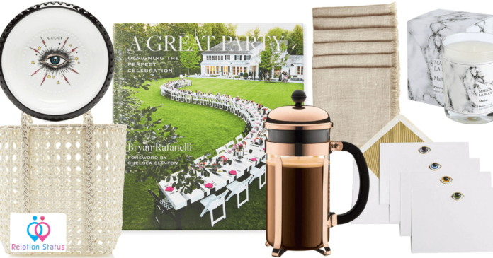 7 Best Engagement Gifts For Her